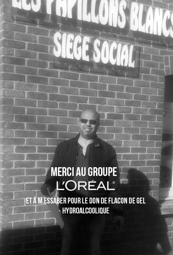 Photo de Monsieur Essaber pour le don de flacons de gel hydroalcoolique.